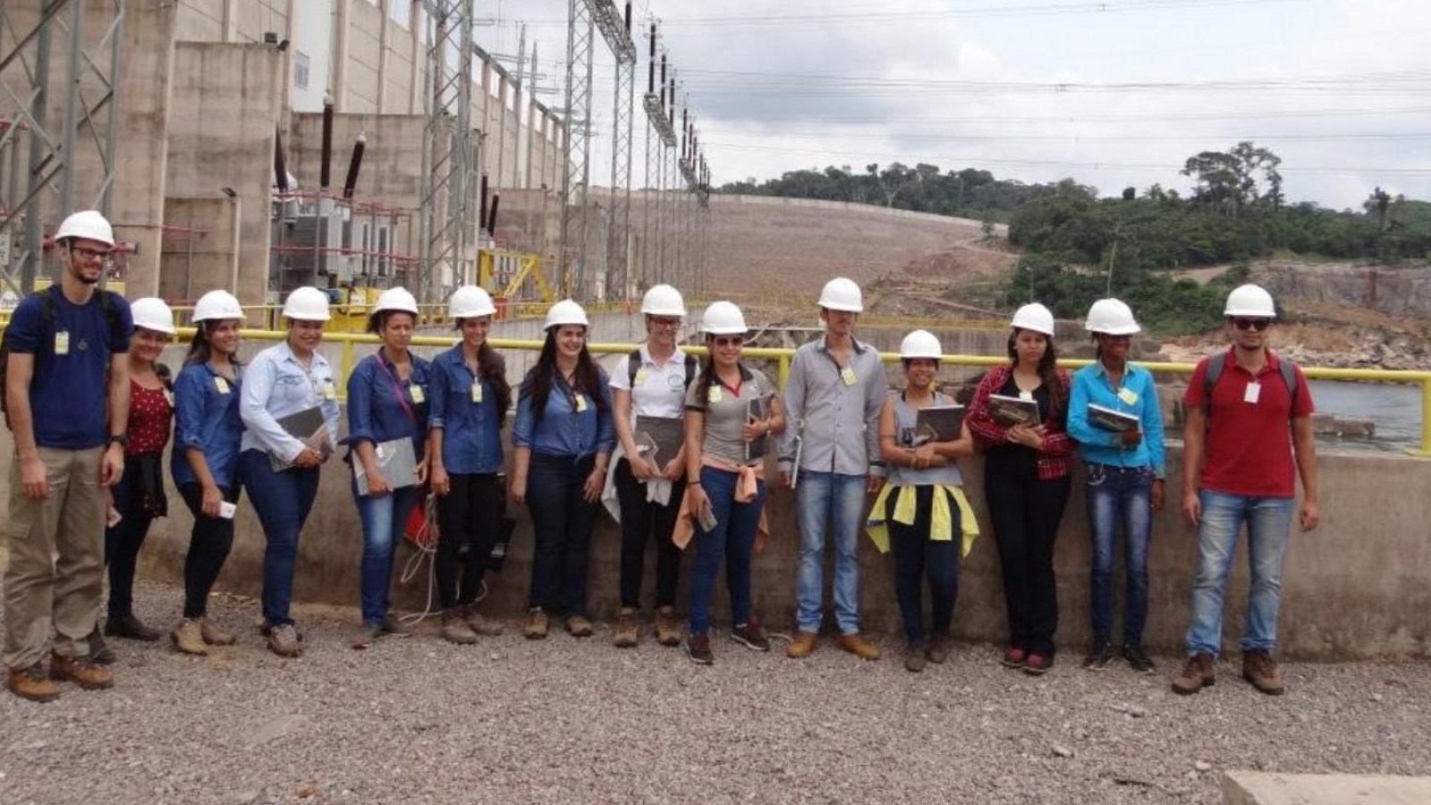 Estudantes e professores da Unemat realizam visita técnica à Usina Teles Pires